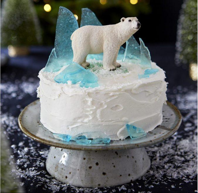 polar-bear-christmas-cake-e1577292980328-675x657 16 Mouthwatering Christmas Cake Decoration Ideas 2021