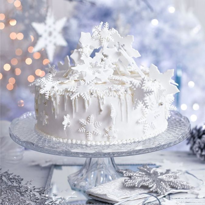 snowstorm-christmas-cake-decoration-675x675 16 Mouthwatering Christmas Cake Decoration Ideas 2020