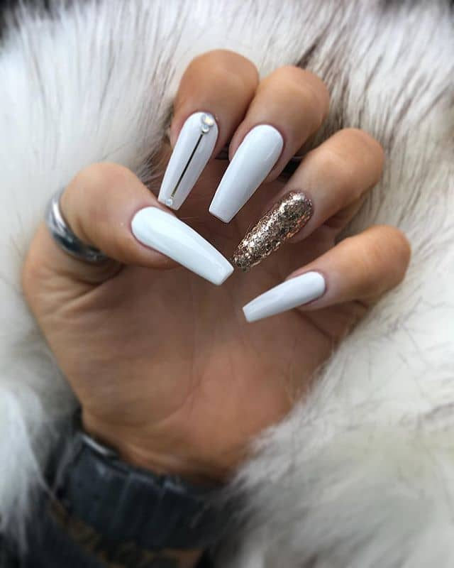 white-and-gold-glitter-nails 10 Lovely Nail Polish Trends for Next Fall & Winter