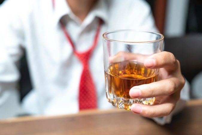 drinking-alcohol-675x450 10 Signs that You Need an Online Therapist Help