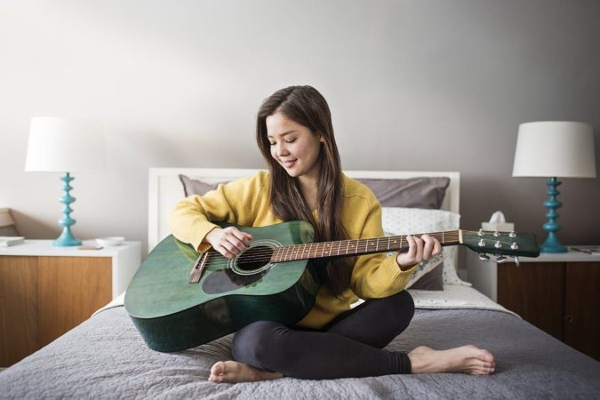 palying-guitar-675x450 10 Signs that You Need an Online Therapist Help
