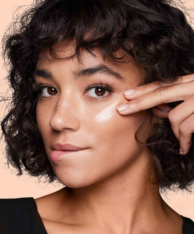 Highlighter-makeup-2-675x812 6 Beauty Trends You Have to Try