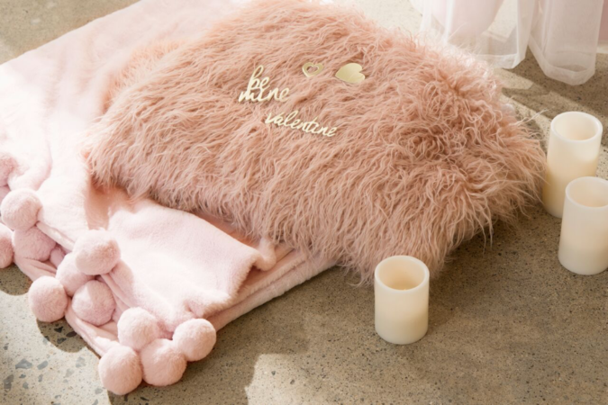 fur-decor-675x450 30+ Most Creative Valentine's Day Ideas & Trends for 2020