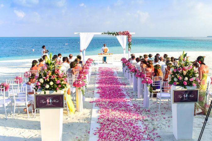 Beach-Wedding-675x450 Why a Beach Wedding Is the Perfect Choice for Couples