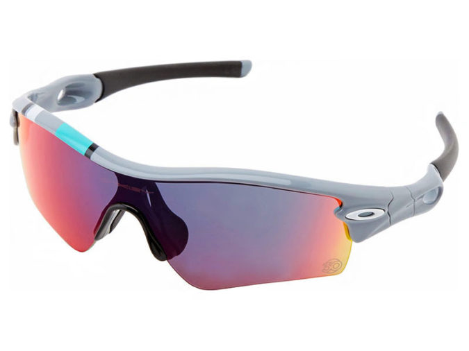 Oakley-sporting-glasses-675x506 15 Hottest Eyewear Trends for Men 2020