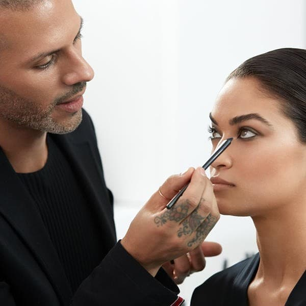 Vincent-Oquendo. Top 25 Most Famous Makeup Artists in The USA