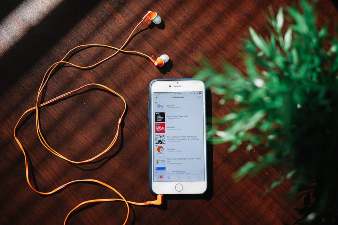 mobile-Web-Podcasts-675x450 Podcasts that Go Best with Late-Night Snacks