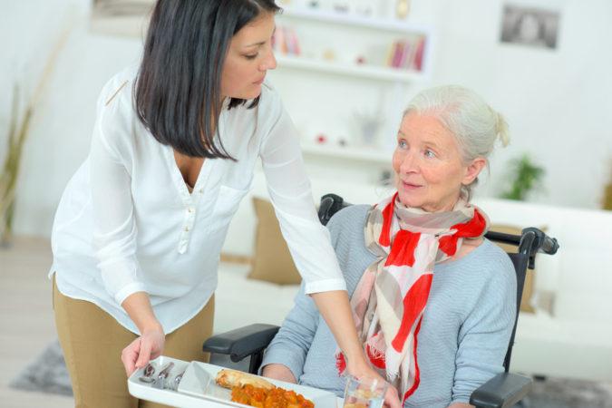 Feeding-the-Elderly-675x450 Nutrition Guide for Dementia