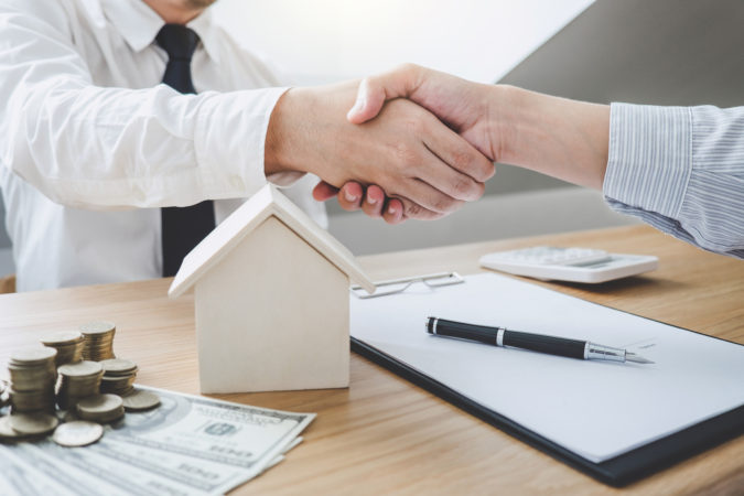 Hire-an-Experienced-Estate-Agent-675x450 How to Sell Your Home for the Highest Price