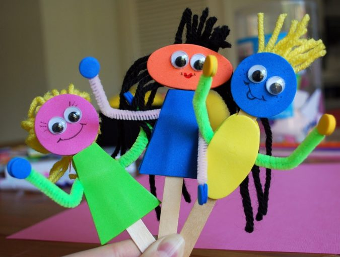 Puppets-out-of-Popsicle-Sticks-1-675x509 18 Easiest Craft Ideas That You Can Create with Your Kids