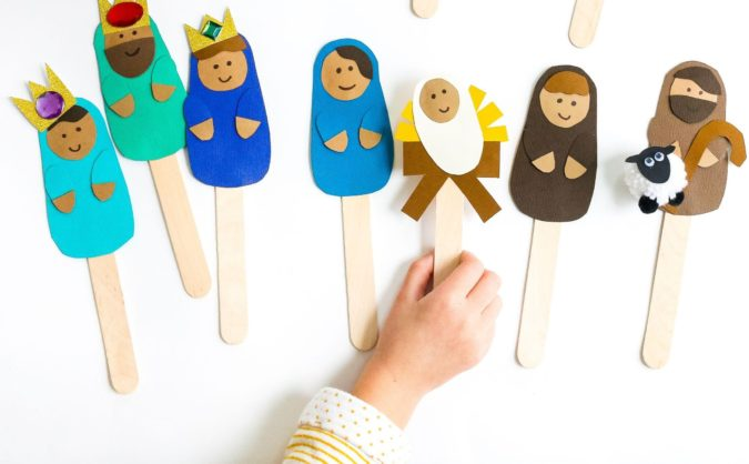 Puppets-out-of-Popsicle-Sticks-675x418 18 Easiest Craft Ideas That You Can Create with Your Kids