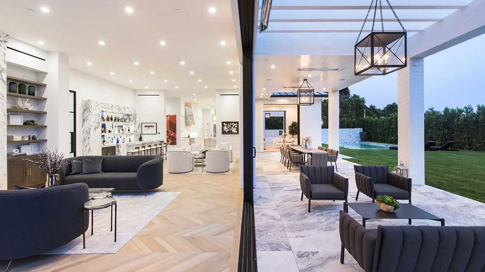 The-Lengthy-and-elegantly-spacious-luxurious-Living-Room Top 25 Most Luxurious Rooms in the World