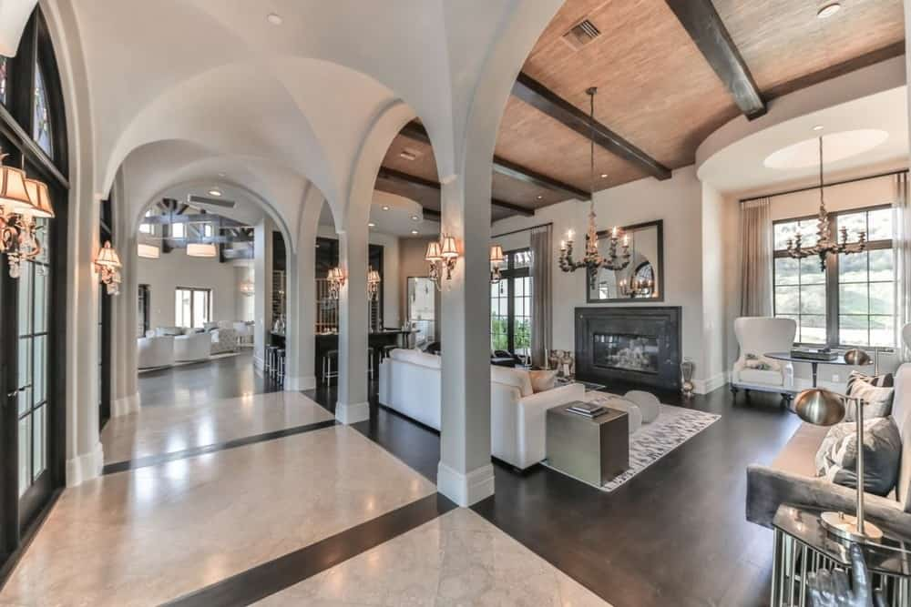 The-luxurious-living-room-with-archways-1 Top 25 Most Luxurious Rooms in the World