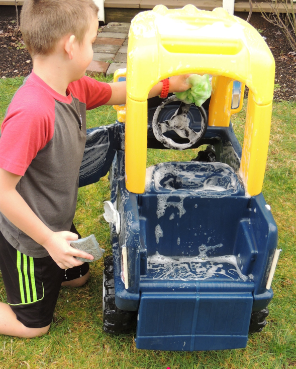 Toddler-Car-Wash 18 Easiest Craft Ideas That You Can Create with Your Kids