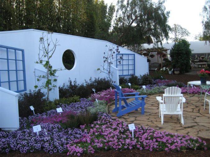 dark-color-home-garden-675x506 Top 20 Garden Trends: Early Predictions to Adopt
