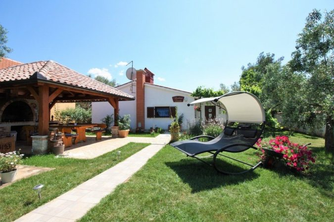 home-garden-relaxing-area-675x450 Top 20 Garden Trends: Early Predictions to Adopt