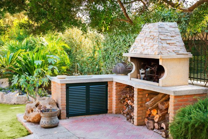 outudoor-kitchen-home-garden-675x450 Top 20 Garden Trends: Early Predictions to Adopt