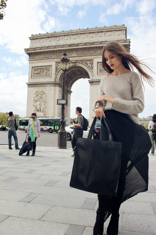 paris-chic-woman 7 Things Americans Should Know Before Visiting France