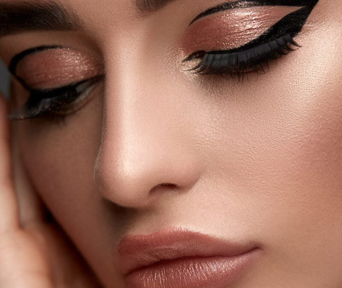Floating-Eyeliner-675x570 15 Most Fabulous Makeup Trends to Be More Gorgeous in 2020
