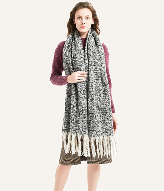 Long-scarves.-675x786 10 Most Luxurious Looking Scarf Trends for Women in 2021