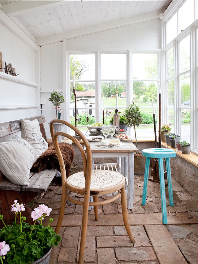 Scandinavian-sunroom-2 25 Stunning Interior Decorating Ideas for Sunrooms