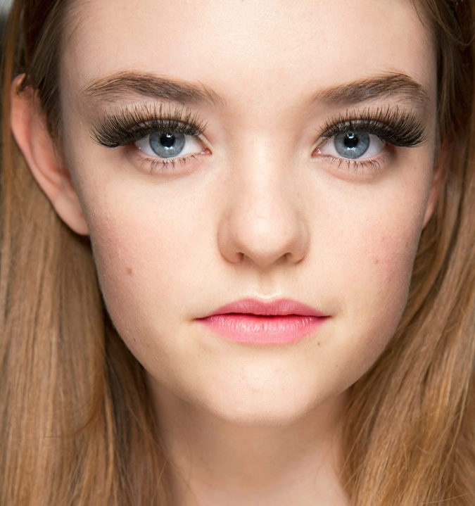 Using-false-lashes..-675x719 15 Most Fabulous Makeup Trends to Be More Gorgeous in 2021