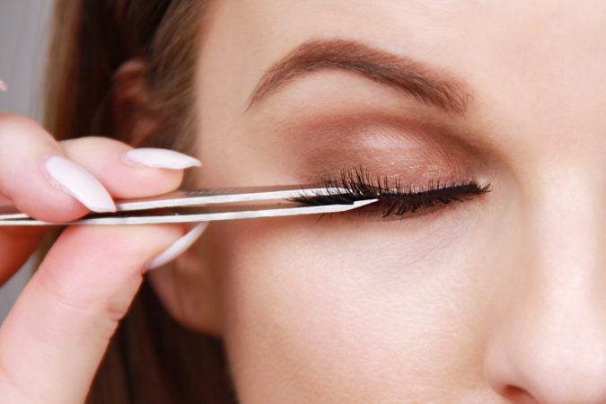 apply-Using-false-lashes-675x450 15 Most Fabulous Makeup Trends to Be More Gorgeous in 2021