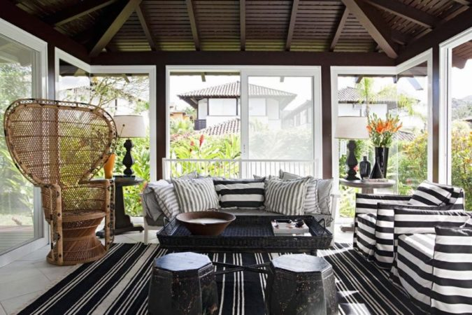 black-and-white-sunroom-1-675x450 25 Stunning Interior Decorating Ideas for Sunrooms