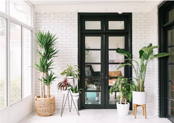 black-and-white-sunroom-675x478 25 Stunning Interior Decorating Ideas for Sunrooms