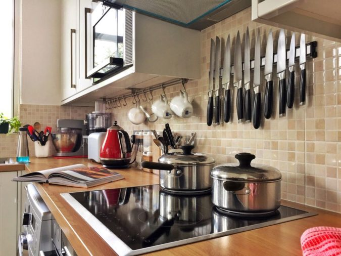 clean-kitchen-675x506 10 Ways to Keep Your Home Smelling Clean and Fresh