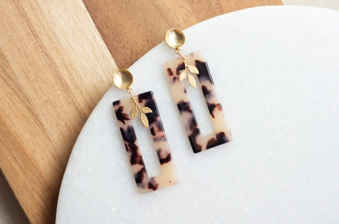 earring-jewelry-Tortoiseshell-675x447 +30 Hottest Jewelry Trends to Follow in 2021