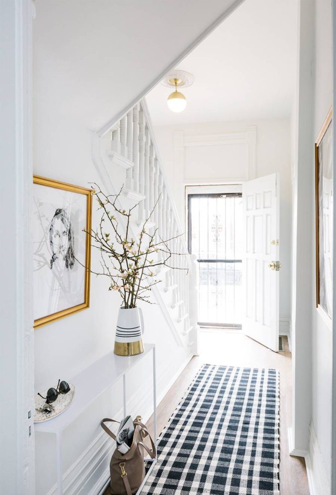hallway-decor-picture-frames-1-675x993 8 Trendy Hallway Decor Ideas to Revamp Your Home