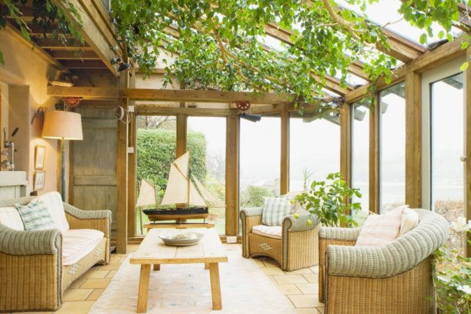 home-decor-sunroom-2-675x450 25 Stunning Interior Decorating Ideas for Sunrooms