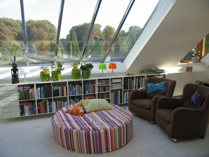 home-decor-sunroom-with-liberary-2-675x506 25 Stunning Interior Decorating Ideas for Sunrooms