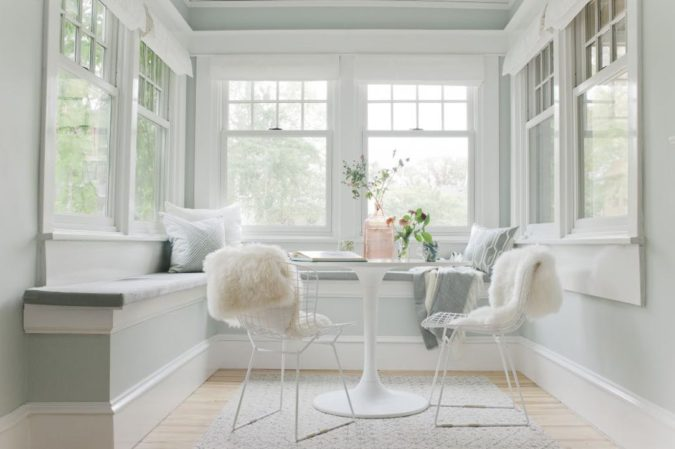 home-decor-white-sunroom-2-1-675x449 25 Stunning Interior Decorating Ideas for Sunrooms