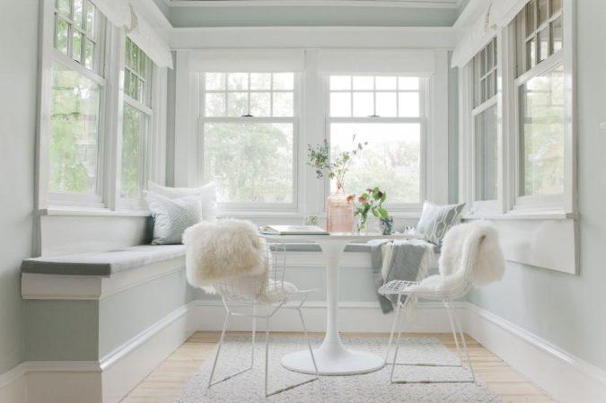 home-decor-white-sunroom-2-1-675x449 25 Stunning Interior Decorating Ideas for Sunrooms