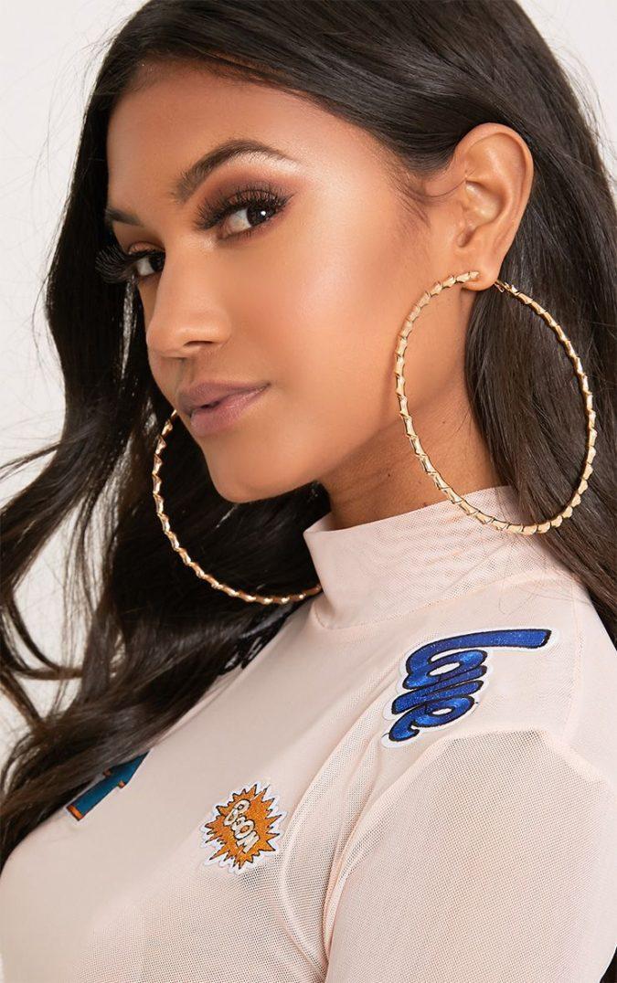 jewelry-earrings-big-hoops-675x1076 +30 Hottest Jewelry Trends to Follow in 2021