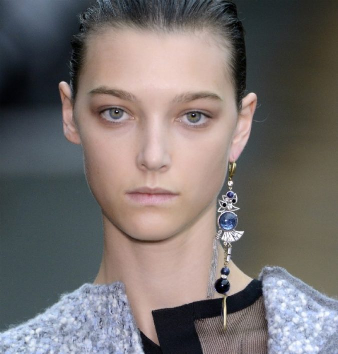 single-earring-trend-675x707 +30 Hottest Jewelry Trends to Follow in 2021