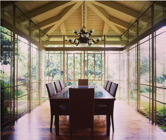 sunroom-dining-room 25 Stunning Interior Decorating Ideas for Sunrooms