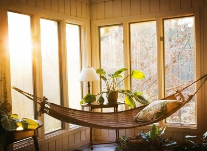sunroom-with-hammock-675x493 25 Stunning Interior Decorating Ideas for Sunrooms