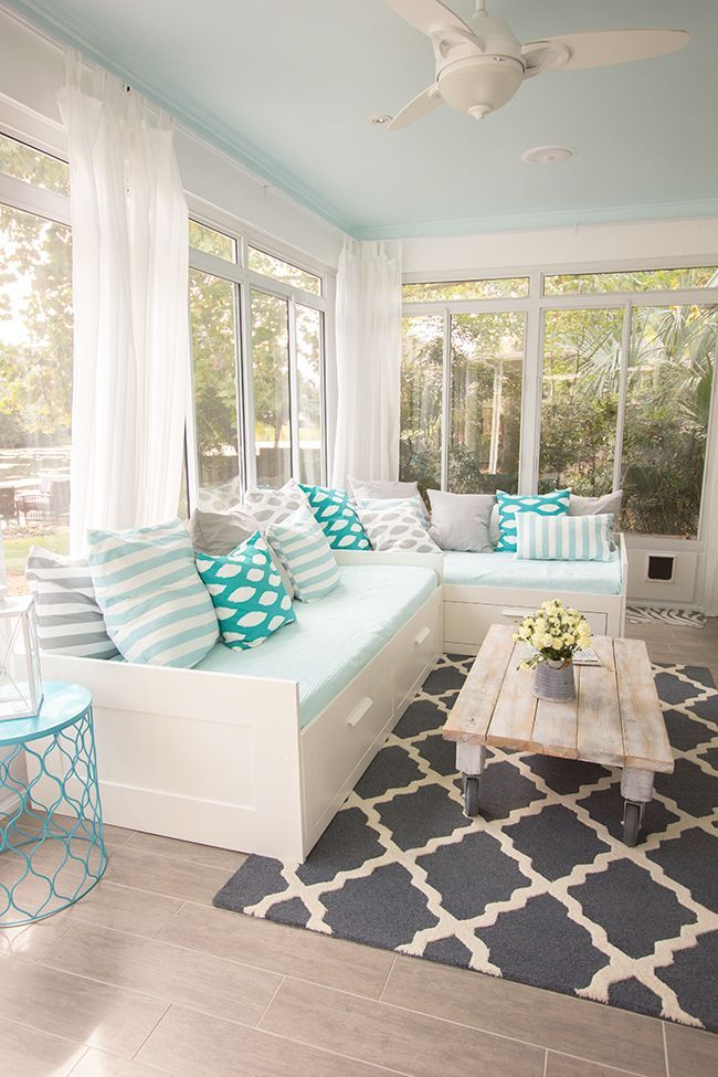 sunroom-with-understated-colors 25 Stunning Interior Decorating Ideas for Sunrooms