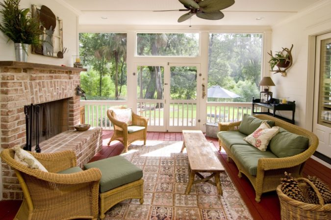 sunroom-with-wicker-furniture-3-675x450 25 Stunning Interior Decorating Ideas for Sunrooms