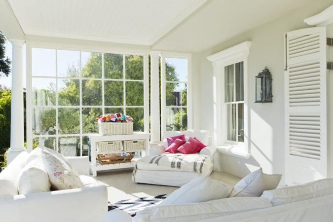 white-big-sunroom-675x450 25 Stunning Interior Decorating Ideas for Sunrooms
