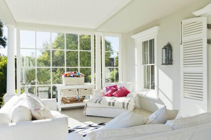 white-big-sunroom-675x450 25 Stunning Interior Decorating Ideas for Sunrooms