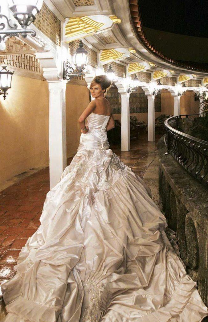 Melania-Trumps-dress.-675x1044 15 Most Expensive Celebrity Wedding Dresses