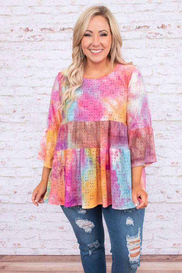 plus-size-tie-dye-shirt How to Seamlessly Transition Your Wardrobe from Spring to Summer