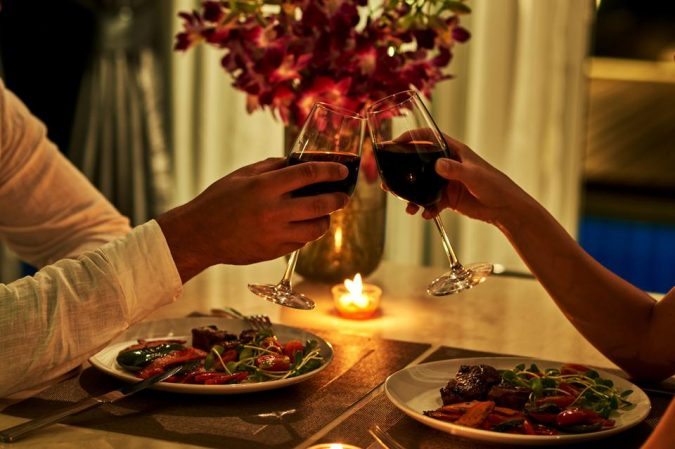 romantic-dinner-675x449 4 Signs of a Cheating Husband
