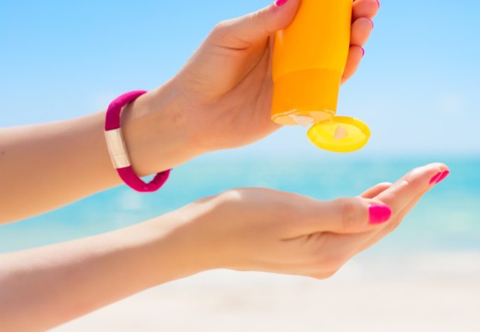skin-care-puttung-sunscreen-e1591300480322-675x467 How To Prevent Premature Aging of Skin