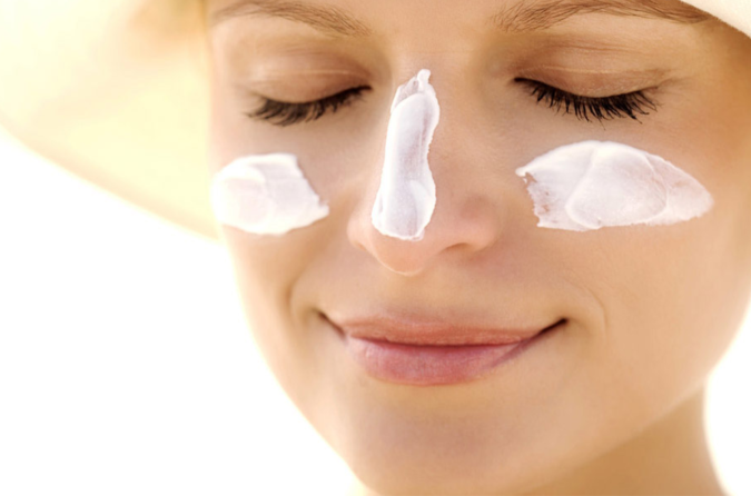 skin-care-wearing-sunscreen-675x446 How To Prevent Premature Aging of Skin