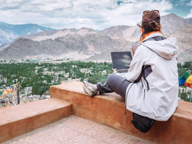 travel-blogger.-1-e1591719472929-675x506 How to Become a Travel Blogger? 10 Must Steps to Follow